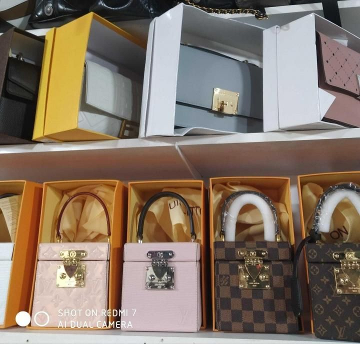 Сумки Pinko Gucci Louis Vuitton Fendi Kors